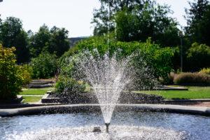 Suihkulähde puistossa